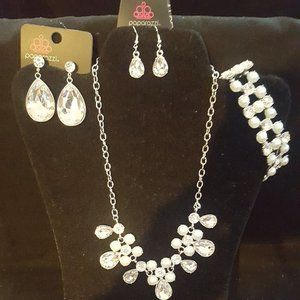 GORGEOUS Paparazzi Silver and Pearl Set!